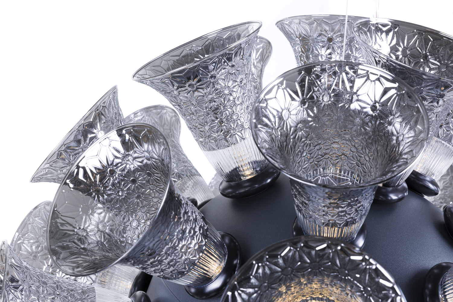 chalice_metallic_grey_48_detail_02_moooi_300dpi